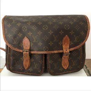 cff8569b5410 Louis Vuitton Bags - 💯Authentic Louis Vuitton Gibeciere Crossbody Bag
